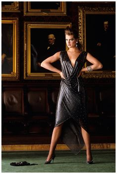 realmofthesenses: Brooke Shields at the Chamber of Commerce in New York City, wearing a dark gray bias-cut chain-mail dress with asymmetric hemline by Gianni Versace. Photographed by Denis Piel, Vogue, September 1983 Versace Fashion, 80s Fashion, Fashion History, Vintage Fashion, High Fashion, Natalia Vodianova, Laetitia Casta, Lily Aldridge, Claudia Schiffer