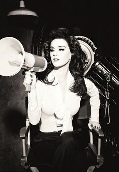 Katy Perry has a VERY good hair day as she channels old Hollywood glamour for new ghd campaign - Photo taken by renowned fashion photographer Ellen von Unwerth in LA Ellen Von Unwerth, American Idol, American Singers, Katy Perry News, Katy Perry Hot, Russell Brand, Alicia Keys, Elizabeth Olsen, Katherine Elizabeth