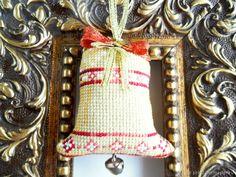 Купить Колокольчик для новогоднего интерьера ручная вышивка крестом желтый в интернет магазине на Ярмарке Мастеров
