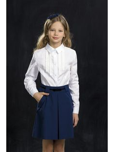 Классическая блузка. В отделке используется ритмичный декор из репсовой ленты. Декор позволяет комбинировать блузку с сарафанами и  жилетами.