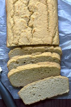 Low Carb Gluten Free Bread | An easy low carb bread recipe made with coconut flour and almond flour. And surprisingly, it tastes like the real thing! If you're interested in low carb recipes, or gluten free recipes, check this out! Pin now to make later!