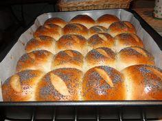 o tak przepiękne są! Bread Bun, Bread Rolls, Best Keto Bread, Good Food, Yummy Food, Bread Recipes, Cooking Recipes, Dinner Rolls, Pain