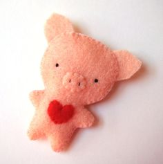 Wee felt pig brooch, love the little heat!