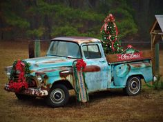 Christmas Truck, Country Christmas, Christmas Photos, Christmas Decorations, Christmas Ornaments, Holiday Decor, Beautiful Pictures, Phone Wallpapers, Photo Ideas