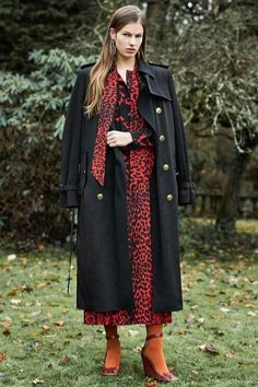Fashion Week Paris Pre-Fall 2018 look 23 from the Givenchy collection womenswear Autumn Fashion 2018, Fashion Week, Love Fashion, Runway Fashion, Formal Fashion, High Fashion, Vogue Paris, Animal Print Long Dresses, Givenchy Paris
