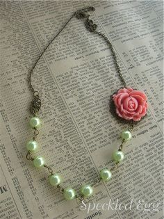 Vintage Inspired Jewelry Making - Flower Necklaces by speckled-egg, could use ice resin charm instead of rose. I Love Jewelry, Wire Jewelry, Jewelry Crafts, Beaded Jewelry, Silver Jewelry, Vintage Jewelry, Handmade Jewelry, Jewelry Necklaces, Jewelry Design