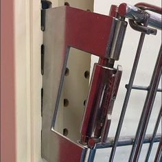 Endless Basket Upright Mount For Gravity Feed – Fixtures Close Up