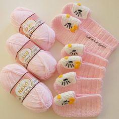Best 12 🌸🍃🌸 Crocheted baby girl's Hello Kitty booties – Page 401172279301995871 – SkillOfKing. Crochet Bebe, Crochet For Kids, Knit Crochet, Crochet Shoes, Crochet Slippers, Dresses Kids Girl, Girls Party Dress, Baby Patterns, Crochet Patterns