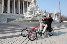Hier vor dem Parlament in Wien / Sightseeing with the double bike/trike. Here in front of the parliament in Vienna. Public Transport, Vienna, Baby Strollers, Austria, Tandem Bicycle, Places, Baby Prams, Prams, Strollers