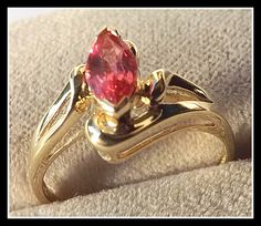 Catawiki online auction house: Yellow gold ring set with marquise cut - Padparadscha gem - 0.55 ct