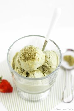 Creamy Guilt-Free 4-ingredient Matcha Tea Almond Ice Cream -- thick, creamy and sweet, yet only 190 calories and 5g fat! Plus, it's sugar-free with 26g protein! Totally breakfast-worthy ice cream right here;) [refined sugar free, low carb, low fat, high protein, gluten free]