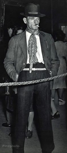 1955 Vintage - LOUVRE MUSEUM - Man Smoking - France - Photo Art By ROBERT DOISNEAU
