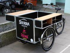Cocktail-Trike auf dem Rolling Chassis von @christianiabike - #Lastenrad #cargobike #vendingbike Bicycle Cart, Beer Bike, Mobile Food Cart, Food Cart Design, Bike Food, Tricycle, Mobile Catering, Food Kiosk, Coffee Carts