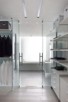 34 Amazing Modern Closet Designs: 34 Amazing Modern Closet Designs With Glass Closet Door And White Shelves Design Dressing Room Closet, Wardrobe Closet, Wardrobe Storage, Dressing Rooms, Walk In Closet, Closet Doors, Design Moderne, Deco Design, Zeitgenössisches Apartment
