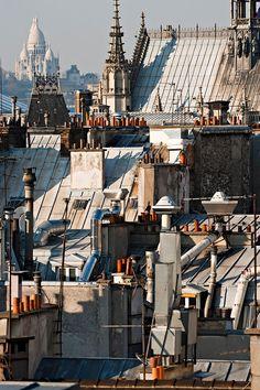 Dächer in Paris und Basilika Sacre Coeur in der Ferne quotLes toits de Tour Eiffel, Paris Rooftops, Paris Illustration, Interesting Buildings, City Aesthetic, Paris City, World Cities, Dream City, Jolie Photo