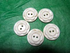 "(5) 3/4"" FLORAL DESIGN WHITE PLASTIC 2-HOLE COLT HOUSEDRESS BUTTONS (N403)"