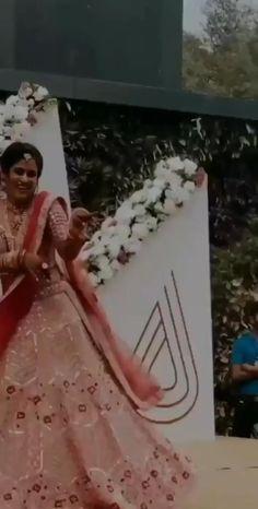 Wedding Dance Video, Dance Floor Wedding, Indian Wedding Songs, Rajput Jewellery, Ballet Dance Videos, Mehendi Night, Kinds Of Dance, Indian Bridal Outfits, Dance Choreography Videos