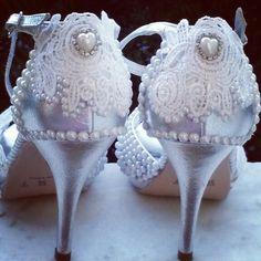 Sapato customizado.... Noivinhas a dica  é:  encomendar  o seu! WhatsApp (85) 98843.8800