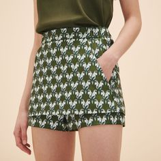 Make - IPARO Jacquard skort: Elasticated waist and slit pockets on the sides. Seaming with shorter panels at the front. Parrot jacquard fabric with lurex stitching. Concealed side zip.