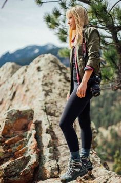 Travel Outfit Hiking Style 22 Ideas #travel #style Cute Hiking Outfit, Trekking Outfit, Summer Hiking Outfit, Hiking Boots Outfit, Hiking Shoes, Mode Plein Air, Outdoorsy Style, Look Boho Chic, Hiking Photography