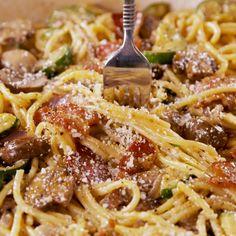 Primavera carbonara recipe easy pasta recipes food, pasta, p Pasta Recipes, Chicken Recipes, Dinner Recipes, Cooking Recipes, Healthy Recipes, Recipe Pasta, Apple Recipes, Salad Recipes, Tasty Videos