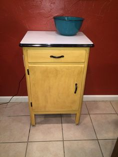 My first chalk paint project! Cute little cabinet with enameled top. I like this stuff!