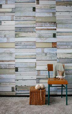 Studio ditteはデザイン大国のオランダのブランド。壁紙だけでなくファブリックも手がけ、そのデザインは陶器の皿や、ブリキのロボット、可愛いリボンなど。キュートなフェイクデザインで、女子にオススメ!シンプルなデザインの家具によく似合います。