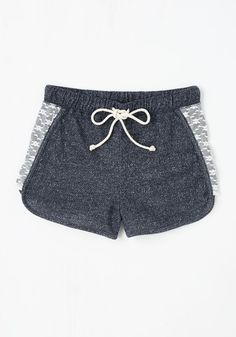 Laid-back in the Day Shorts in Navy. All your favorite recollections are marked with a carefree attitude - slip into these chilled-out, deep blue shorts and make more fun memories! 80s Style Outfits, Cute Girl Outfits, Pretty Outfits, Summer Outfits, Fashion Outfits, Summer Clothes, Bermuda Short, Workout Attire, Vintage Shorts