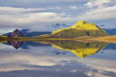 2011 Álftavatn berge blau gelb Grün Hochland Hrafntinnusker iceland Island Landschaft Laugavegur morgenlicht Nikon D3100 See Spiegelung Wasser Windstille
