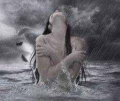 A eterna essência do meu ser: És mulher És força de vida,  És tempestade,  És mulher-menina, ingénua, mas sábia. És a perdição dos teus amores.   Rasgas tormentos, vives alentos! Não desistes, não o fazes ...  inspiras paixões, não vendes ilusões,  quebras corações!  Mulher loba, cujo rosto ilumina os cegos,  os descrentes, sepultados no amor!  Dás forças aos fracos, tornando-os fortes. Inspiração divina,  deusa dos enamorados.  Mulher das paixões silenciosas,  Mulher serena,  Mulher amada