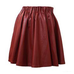 De Lindsay rok van Isabelli is het perfecte herfst rokje in een prachtige bordeaux rode kleur. Loopt wijd uit en heeft een elastieke band aan de bovenkant.