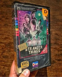 Awesome fan art of Stranger Things. I was confused at first because I thought this was legit a VHS tape of Stranger Things. Stranger Things Season One, Stranger Things Netflix, Geeks, New Retro Wave, Stranger Things Aesthetic, Know Your Meme, Film Serie, Maze Runner, Movies Showing