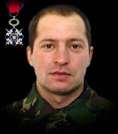 """Maiorul (pm) Tiberius-Marcel Petre 3 aprilie 2009  Maiorul (pm) Tiberius-Marcel Petre si-a pierdut viaţa în timpul unei misiuni de intervenţie rapidă în sprijinul unei subunităţi aliate atacate de insurgenţi în teatrul de operaţii din Afganistan. A fost decorat cu Ordinul National """"Steaua României"""" în grad de Cavaler, cu însemn de razboi."""