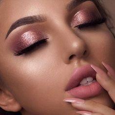 E tome delicadeza e romantismo by @swetlanapetuhova ♥ #makediva #maquiagemrosa #makedelicada #makeup #maquigem #hudabeauty #blogmaquiando #love