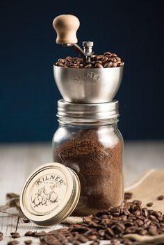 Die perfekte Tasse Kaffee startet nicht nur mit den Bohnen, sondern auch mit der Lagerung. Die Kilner Kaffeemühle aus Edelstahl mahlt nicht nur Ihren Kaffee, sie lagert ihn dazu auch luftdicht. Der Mahlmechanismus ist...