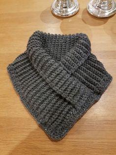 by MiaBina: Virkattu kauluri - Crocheted Scarf Hooded Scarf Pattern, Crochet Hooded Scarf, Knit Cowl, Knit Or Crochet, Crochet Scarves, Crochet Clothes, Crochet Hats, Knitting Patterns Free, Crochet Patterns