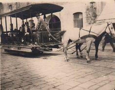 İstanbul tramvay ile 1871 yılında tanıştı. O yıllarda tramvayları atlar çekiyordu.