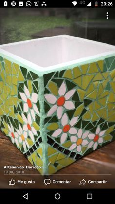 Mosaic Garden Art, Mosaic Flower Pots, Mosaic Pots, Ceramic Mosaic Tile, Mosaic Glass, Mosaic Art Projects, Mosaic Crafts, Pottery Painting Designs, Mosaic Designs