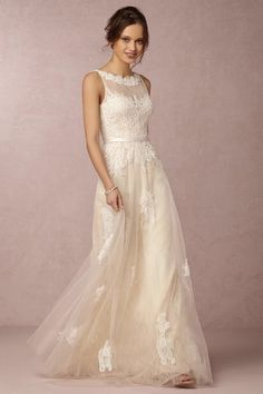 10 Gorgeous Wedding Dresses for $1,000 or Less