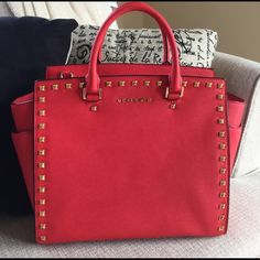 XL Selma Bag Like brand new Michael Kors XL Selma bag. The color is red and the hardware is gold. Comes with long strap as well. Michael Kors Bags