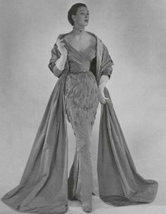 Evening gown and wrap by Jacques Heim, 1951 Vintage Outfits, Vintage Gowns, Vintage Mode, Vintage Clothing, Guy Laroche, Vintage Glamour, Jacques Heim, Dior, What Is Fashion