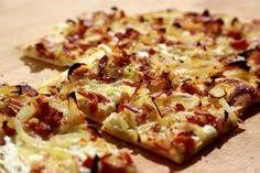 Alsaský cibulový koláč Czech Recipes, Hawaiian Pizza, Vegetable Pizza, Quiche, Banana Bread, Cauliflower, Catering, Recipies, Cooking Recipes