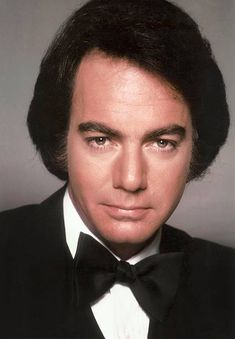 Singer Neil Diamond poses for a portrait in 1984 in Los Angeles, California. Get premium, high resolution news photos at Getty Images Neal Diamond, Diamond Girl, The Jazz Singer, The Last Waltz, Ron Woods, Bob Dylan, American Singers, Back In The Day, Rolling Stones