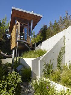 Banyan Drive Treehouse in LA, CA-facade