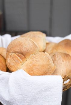 Chilean Marraqueta, a Chilean recipe for french bread rolls. Chilean Bread Recipe, Chilean Recipes, Chilean Food, Bread Recipes, Cooking Recipes, Comida Latina, American Food, American Dishes, American Recipes
