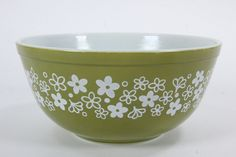 This listing is for a replacement Pyrex Corning 2 quart mixing bowl in the 'Spring Blossom' pattern. This mixing bowl stands tall and has a top opening diameter of 8 The bottom is marked Vintage Dishes, Vintage Kitchen, Retro Vintage, Vintage Pyrex, Vintage Stuff, Kitchen Items, Kitchen Things, Kitchen Stuff, Kitchenware