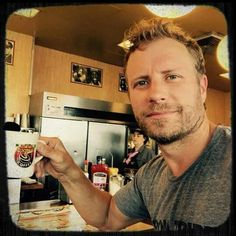 """""""post workout/pre Tour rehearsal sweet waitress named Stella. --Dierks Bentley, who posted this photo of himself enjoying a hot cup of joe Country Music Artists, Country Music Stars, Country Singers, Country Strong, Country Boys, Latest Celebrity Gossip, Cmt Music Awards, Blue Green Eyes, Patagonia Better Sweater"""