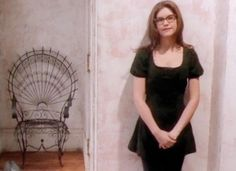 90's anthem throwback - Lisa Loeb and her legendary glasses