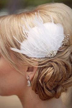 Lovely feather wedding hairpiece