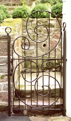 iron gate- with lyrical swirls...makes a decor diva swoooooon....